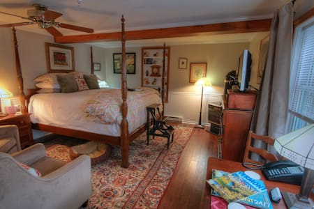 REAL B&B! Jay Peak 1BR King Suite - Montgomery Center - Bed & Breakfast