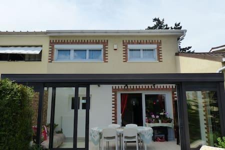 Ville tout près de Paris - Roissy-en-Brie - House