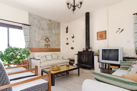 MOUNTAIN 2 BEDROOM GARDEN HOUSE  - Casa
