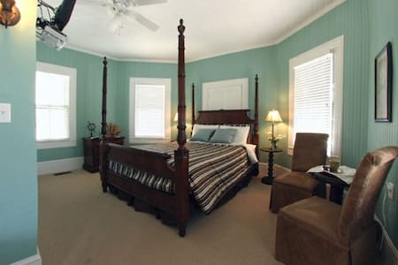 The Captains Quarters - Bedroom 1 - Casa