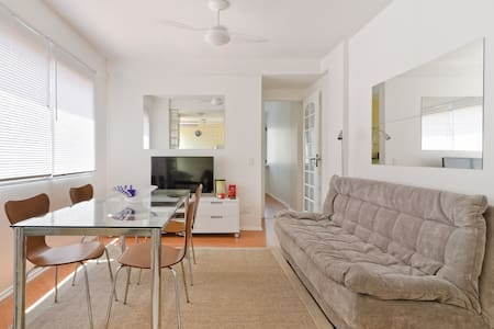 Woody neighborhood, with numerous restaurants, bakeries and services. Quiet building with a parking space. The apartment was renovated, furniture and equipment are brand new. Ideal for couples, can accommodate up to three people (sofa bed).