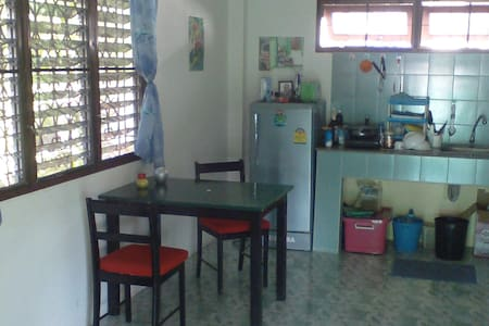 quiet and comfortable one bedroom flat - Appartamento