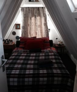 Single attic room - Amsterdam - Bed & Breakfast