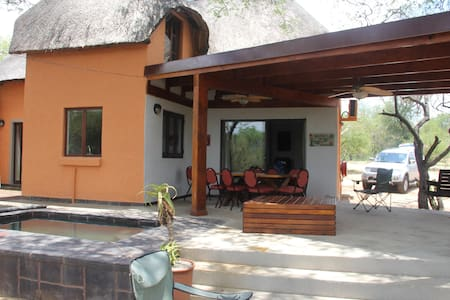 Lovely bush lodge with super outdoor covered patio - Hoedspruit