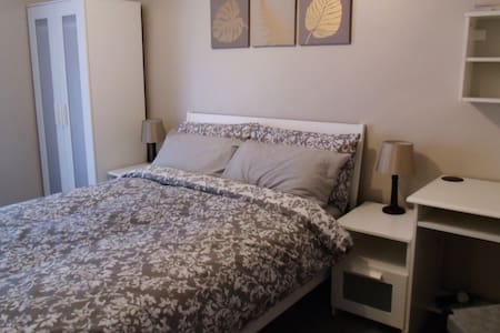 Dbl room near Swansea (SA7), more rooms available! - Huis