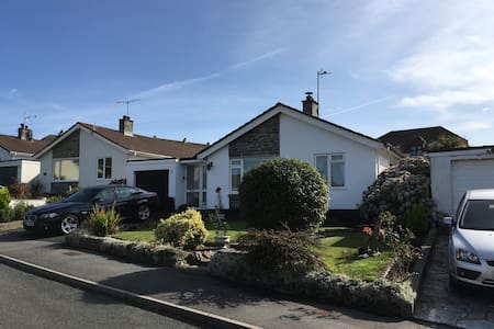 Detached three bed bungalow in village location. - Bungalow