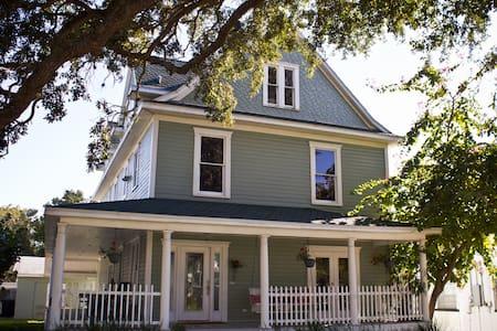 Dunedin, #1 Historic Home - Dunedin - Haus