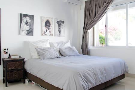 Avondale A2  2 Bedroom in the BAY - 아파트