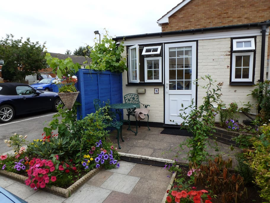 Detached family/triple room, with direct access from the car park