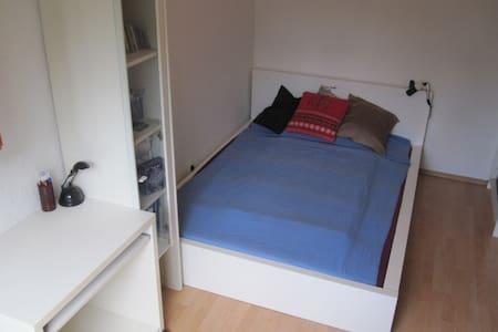 Schlafzimmer / Unterhaching, 20 min zu Marienplatz - Apartment