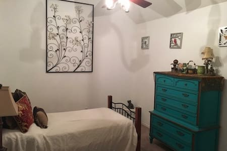Bedroom close to DFW - Burleson - House