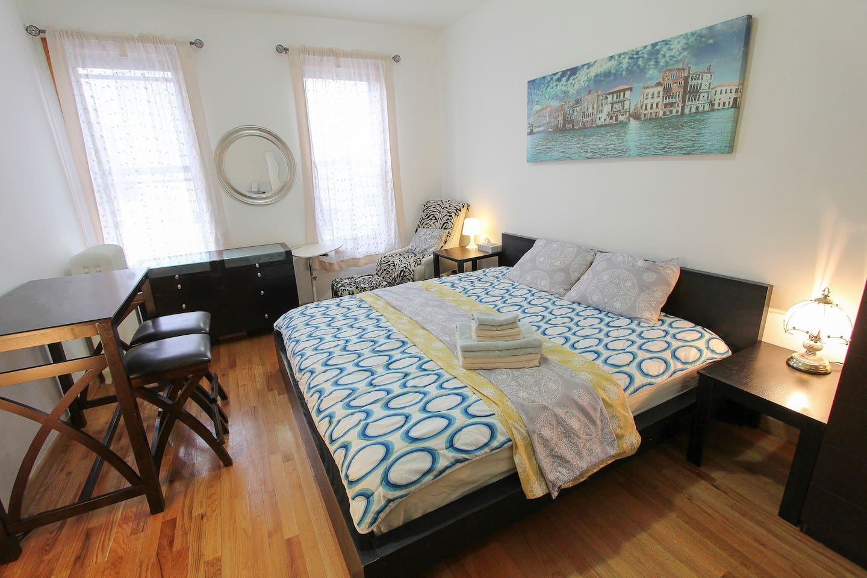NYC + Astoria Big Room + Location +