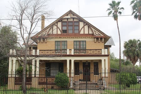 Beautiful Historical Home on Border - Eagle Pass - House