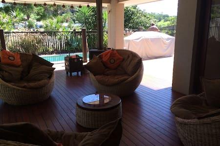 Modern Home in 24hr Secure Estate - Dom