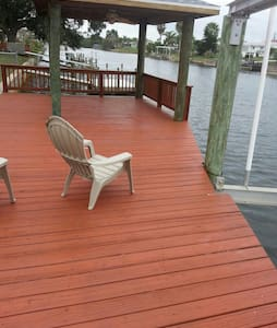 Gulf Waterfront Escape!! ****New Season Special!! - House