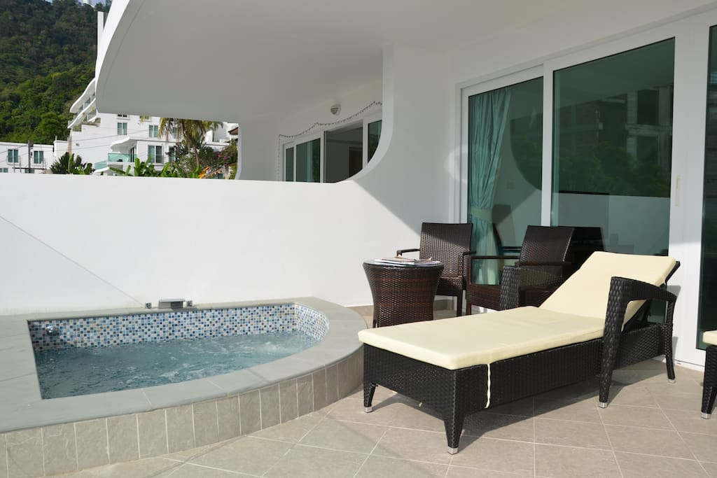 sea view private jacuzzi on balcony apartments for rent in karon. Black Bedroom Furniture Sets. Home Design Ideas