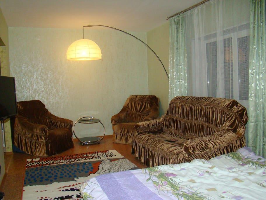 Раскладные диван и 2 кресла (дополнительные места)