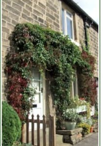 Daisy Nook: Cosy village cottage. Yorkshire - Casa