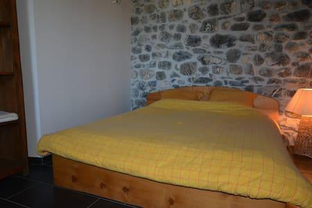 chambre chez l'habitant, dans une ferme rénovée - Seytroux - Talo