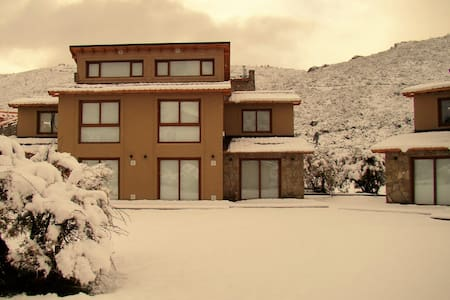 Great Location 2BD Home 300m from the Ski Lift! - San Carlos de Bariloche - Apartamento