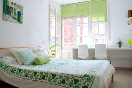 Green Suite in front of the beach - El Masnou