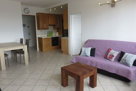 Spacieux Appartement & Parking - 5 min La Defense - Courbevoie - Lägenhet