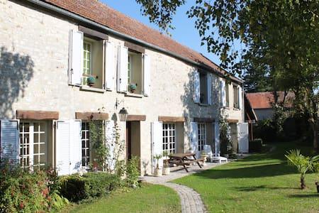 Maison de Charme Napoléonienne - Perdreauville - Guesthouse