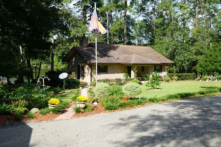 Country home on small lake near Tallahassee Fl. - Huis