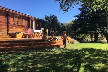 Methow family home  - beautiful views & hot tub! - Casa