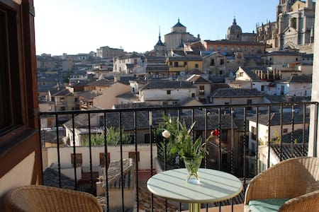 ROMANTIC APARTMENT TOWN CENTER - Toledo