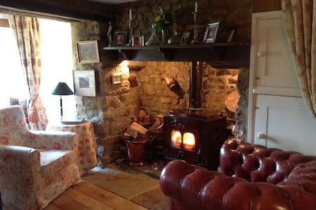 Robins Cottage Traditional Cotswold Hideaway - Swerford