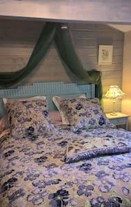 CHAMBRE D'HÔTES DE PUYGAREAU ( TULIPE) - Bed & Breakfast