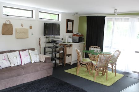 2 db flat set in luscious grounds. - Kerikeri - Apartment