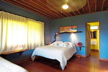Mystica, Main Lodge Room - Tilaran - Bed & Breakfast