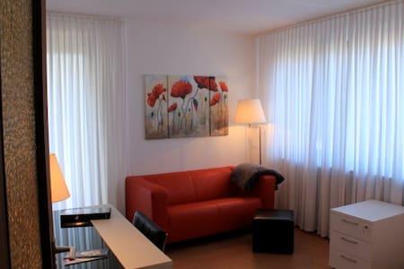 komplett ausgestattetes Apartment - Wohnung