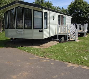 Caravan with Scenic Lakeside View - Humberston - Other