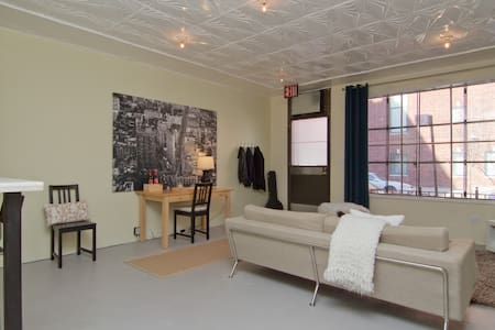 Large/bright Entire Apt. Lorimer L - Brooklyn - Apartment