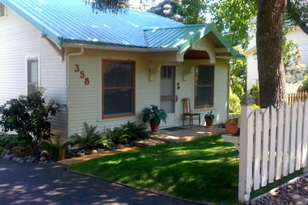 High Street Cottage- Luxury Cottage - Ashland - House