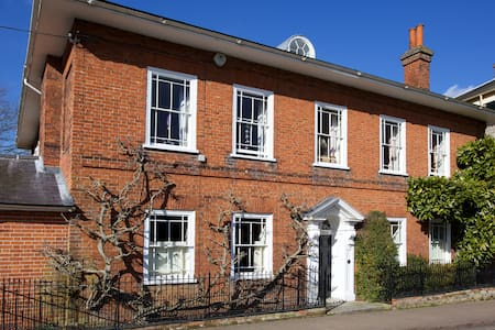 LOVELY GEORGIAN HOUSE - Dedham