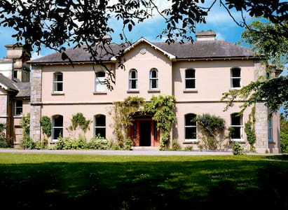 Rossnaree,Manor House - Bed & Breakfast