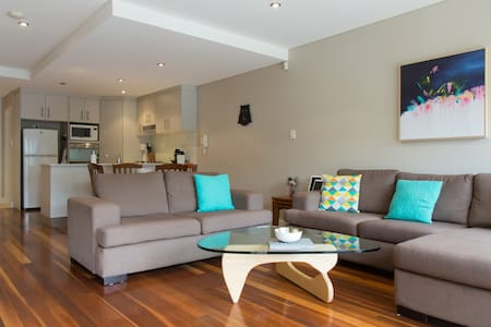 Modern Two-Storey Inner City Home - Zetland - Townhouse