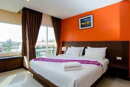 Double room, minutes from beach ;)