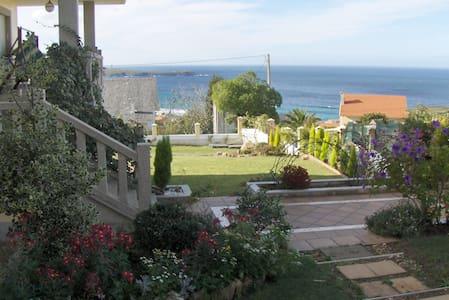 Garden Villa Spectacular Ocean View - Rumah