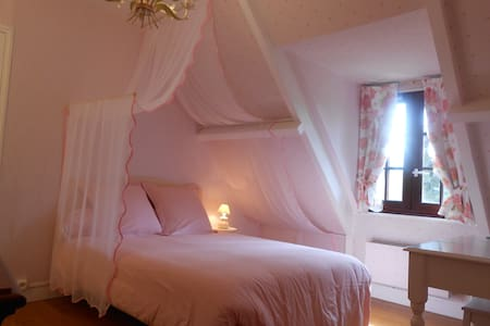 CHAMBRE ROSE / B&B CLOSE GIVERNY - Giverny - STE GENEVIEVE LES GASNY - - Bed & Breakfast