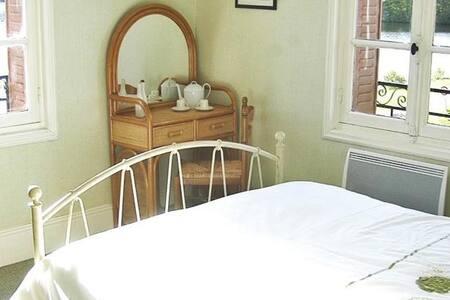 lake view B&B accommodation - Bed & Breakfast