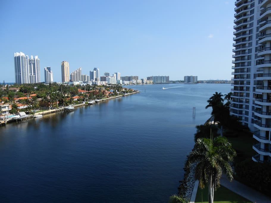 Otra vista de Sunny Isles y la intracoastal / Another view of the Intracoastal