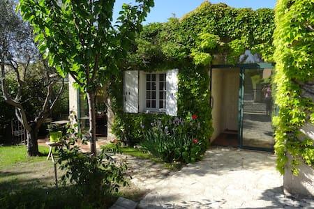 Au calme dans un joli village en  Provence - Haus