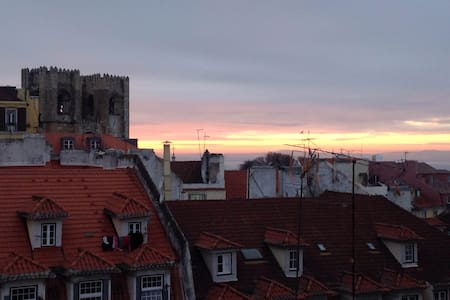 Downtown flat, watching catedral. - Lisbon - Apartment