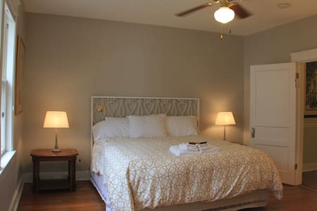 Fantastic room by West End - 10 min. to  downtown - Nashville - Huis
