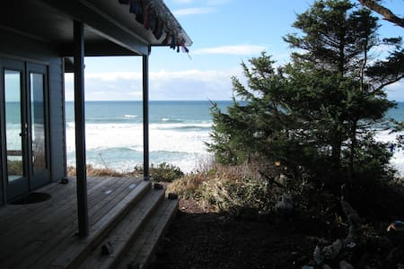 Whalewatch Retreat in BnB Comfort! - House